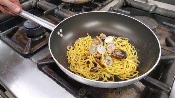 spaghetti di pasta fresca alle volgole